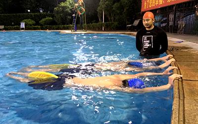 宏优游泳培训班